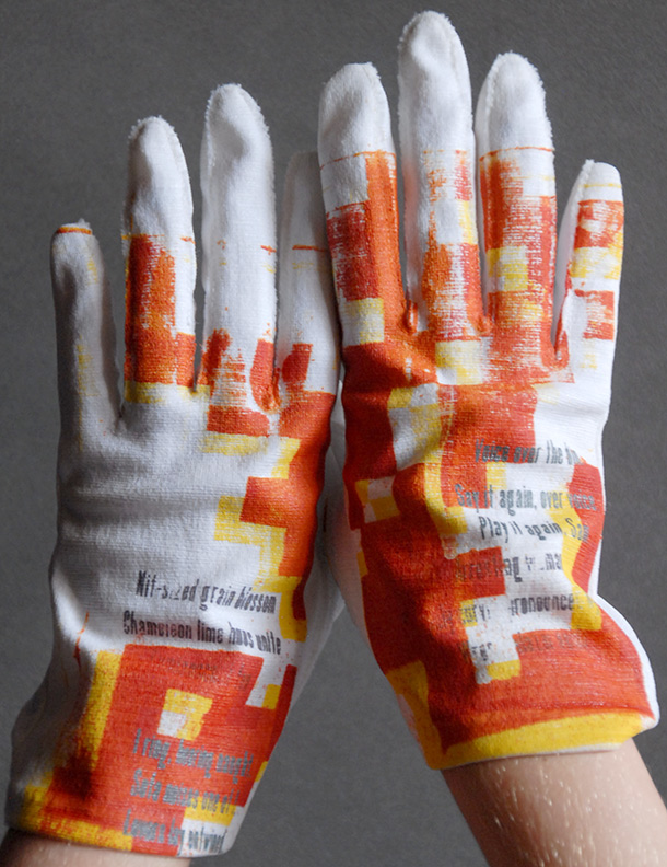 Sanzi Kermes, Gloves Red Yellow Wrist